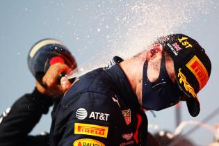 Verstappen zijn race samengevat in boordradio's: 'Kom op man, dat kan niet!'