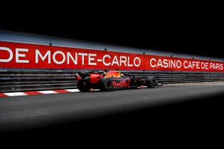 Villeneuve hekelt 'gevaarlijke actie' Red Bull, maar 'Verstappen reed perfecte race'