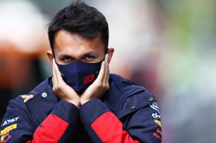 Albon over Norris, Leclerc en Russell: 'Als de helm op gaat, is er geen vriendschap'