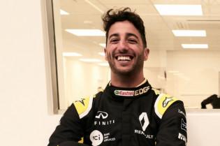 Ondertussen in China | Ricciardo grapt: 'Geen seksuele relatie met Max en Nico'