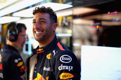 Ricciardo over nieuw minimumgewicht: 'Het is niet zo dat we bierbuiken gaan krijgen'