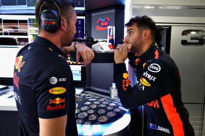 Horner: 'Ricciardo uitte frustratie door flink tegen de muur te slaan'