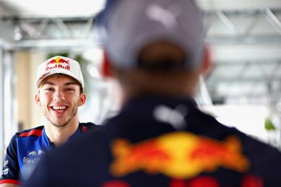 Gasly over Verstappen: 'Het is geen wens van mij om Max kapot te racen'