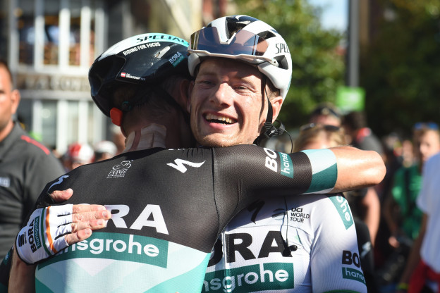 Bennett blij: 'Die renner (Van der Sande) kwam ons wel heel snel voorbij'