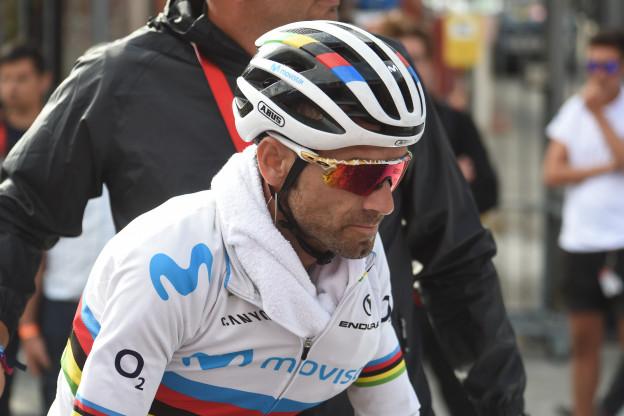 Valverde beleeft turbulente dag in Vuelta: overgeven en kapotte communicatie