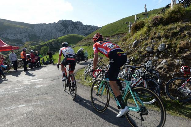 Pogacar waarschuwt Roglic: 'Wil niet finishen zonder het te hebben geprobeerd'