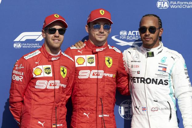 Hamilton begrijpt media niet: 'Waarom zou ik bij Ferrari mijn carrière afsluiten?'