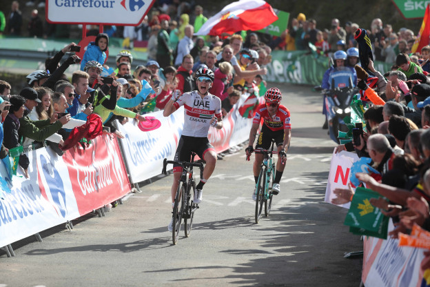 Sloveense maatjes delen dreun uit: Pogacar wint tweede rit, Roglic leidt steviger