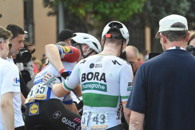 Bennett blij voor Jakobsen: 'Verheugd over zijn eerste etappe in een grote ronde'