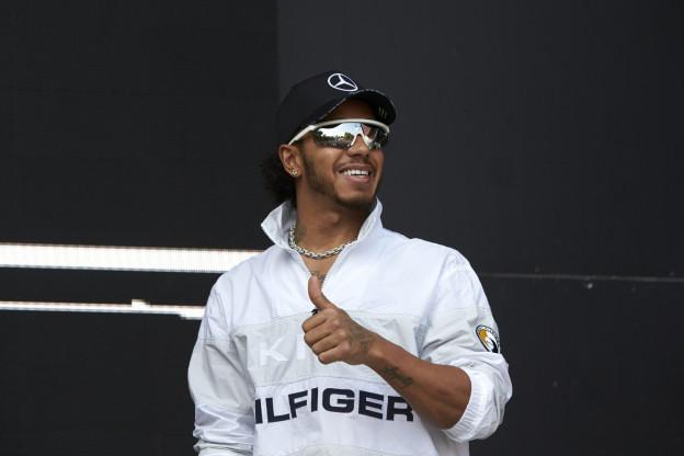 Hamilton verrast dat Mercedes zo dicht achter Ferrari zit
