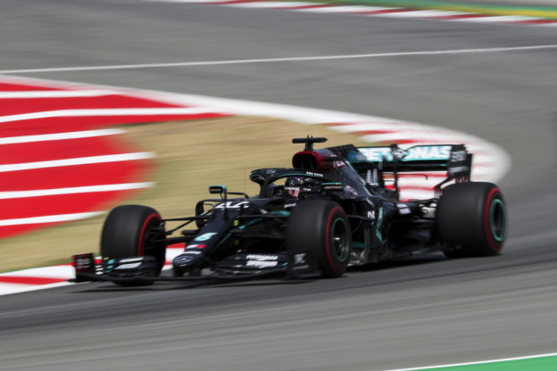 Mercedes in Spanje snelste over één ronde, Red Bull enige concurrent in race