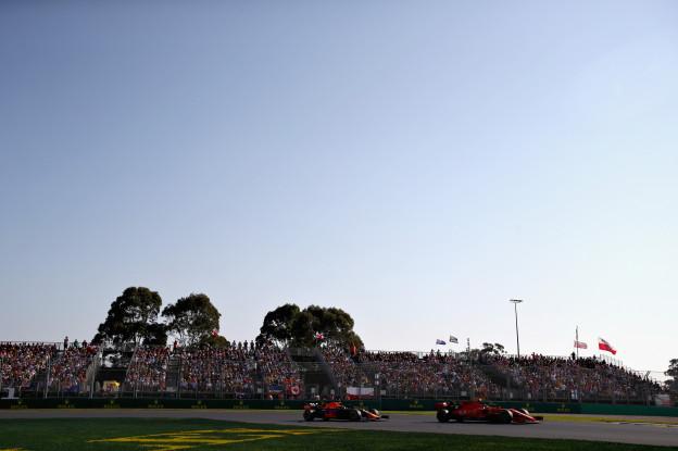 Vettel over Verstappen: 'Gisteren 'gevecht' naast de baan, vandaag op het asfalt'