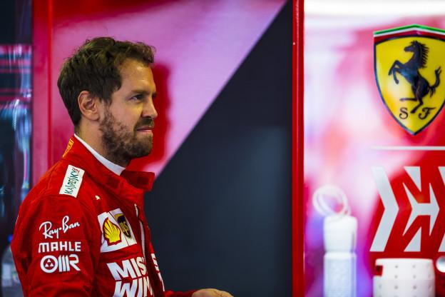 Vettel: 'Ik denk dat Hamilton al een Ferrari-coureur is, nietwaar?'