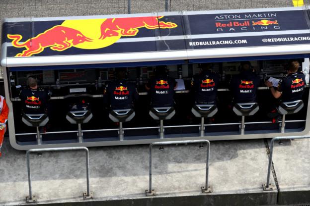 Hamilton: 'Gelukkig heeft Red Bull niet zo'n chassis gebouwd als vorige jaren'