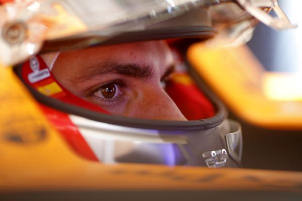Sainz over onvoorspelbare vorm McLaren: 'Ik doe liever niet aan voorspellingen'