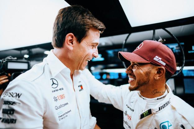 Wolff vol lof over Hamilton: 'Beste coureur ooit gezien'