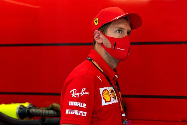 Vettel valt uit tegen Ferrari: 'Jullie hebben het verkloot'