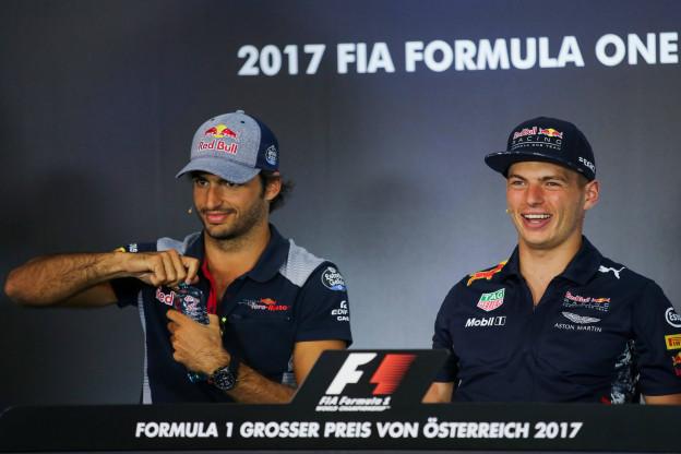 Sainz over switch naar Ferrari: 'Nog niet echt over gehad'