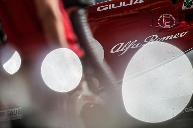 Ferrari-motor zorgt voor 'gekruiste vingers': 'Knoppen indrukken niet makkelijk'