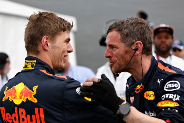 Verstappen: 'Lewis vocht direct voor de titel. Was hij er klaar voor?'