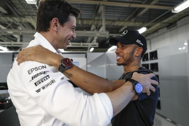Wolff vindt relatie met 'gelukkige' Hamilton sterk verbeterd sinds vertrek Rosberg
