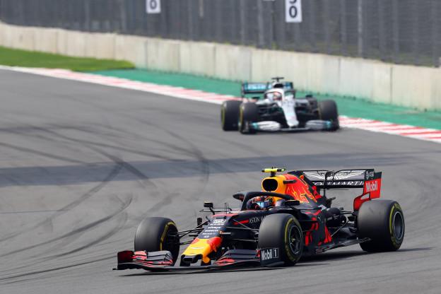 Hill: 'Door nieuwe regels houdt Mercedes voordeel ten opzichte van Red Bull' - F1 Maximaal