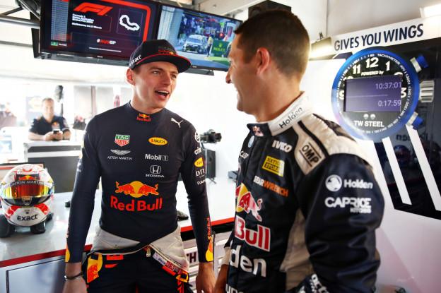 Vettel grapt over Verstappen en Ricciardo: 'Hij komt achter je aan met een mes!'