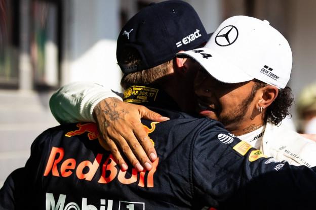 Verstappen nuanceert WK-titels Hamilton: 'Anderen kunnen dat ook bereiken'
