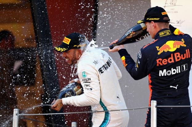 Hamilton blij met sterke Honda: 'Geweldig dat Verstappen een Ferrari inhaalde'