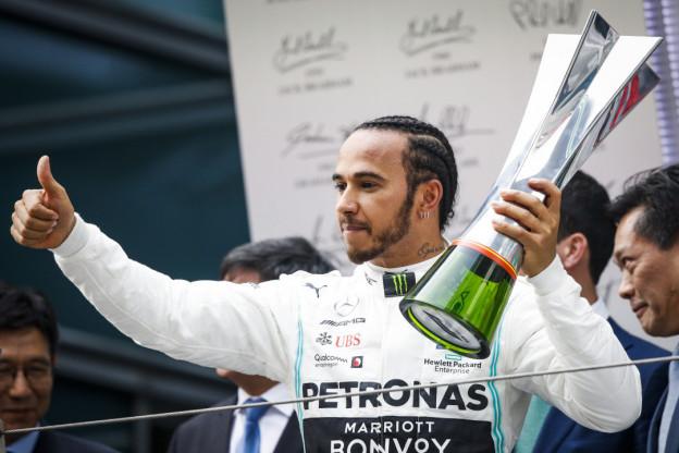 Hamilton over scheetkussens en winnen: 'Kampioen worden voelt als een opluchting'