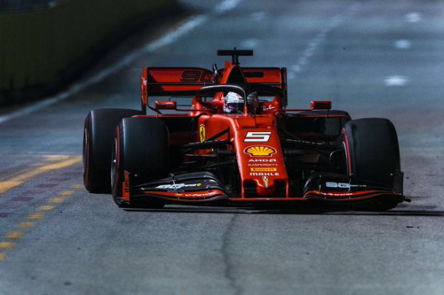 Vettel verrast teamgenoot Leclerc en wint Grand Prix van Singapore