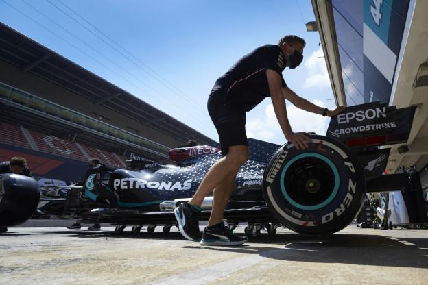Hamilton let op Red Bull: 'Het zit dicht op elkaar'