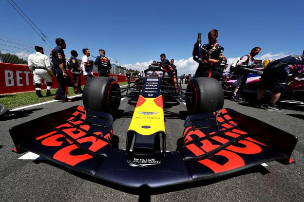 Verstappen over inhaalactie op Vettel: 'Hij reed in vuile lucht van Bottas'