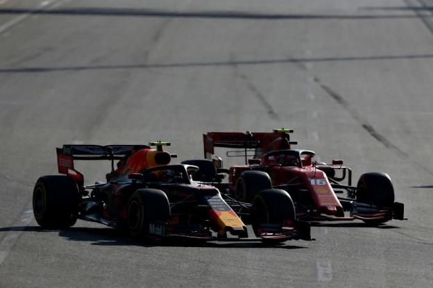 Vettel vermoedt problemen bij Verstappen na herstart: 'Dat moet haast wel'