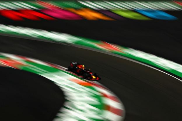 VT3   Verstappen boekt hattrick in vrije trainingen, concurrentie dichterbij