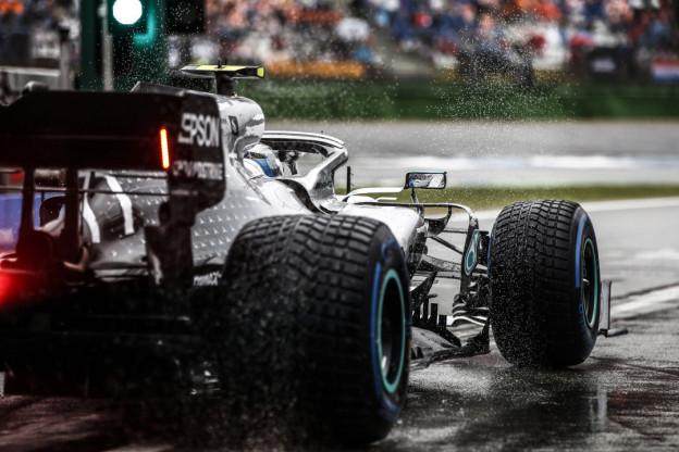 'Aankomende pitstop Bottas veroorzaakte chaotische stop van Hamilton'