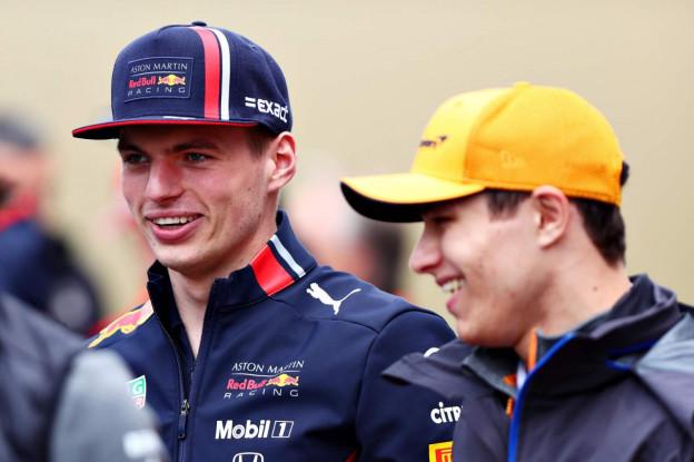Giovinazzi scoort wereldgoal tijdens potje voetbal met Formule 1-coureurs