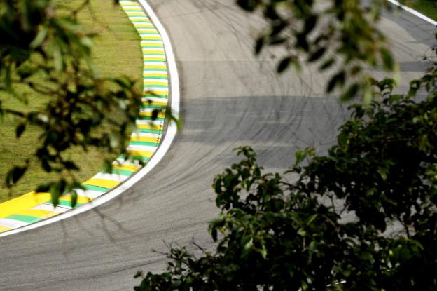 Live F1 15.00u | Eerste vrije training, auto's op full wets - F1 Maximaal