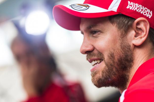 Tevreden Vettel had bijzondere passagier: 'Er zat een eekhoorn tussen mijn voeten'