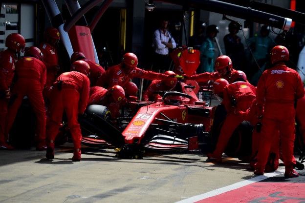 Pirelli-CEO vreest interne strijd Ferrari: 'Altijd risico om op elkaars tenen te trappen'