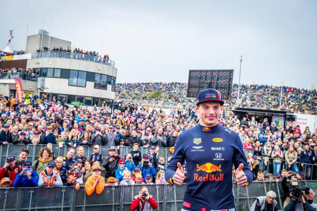 Verstappen dankt Nederlands elftal: 'Populariteit ook dankzij hun mindere prestaties'