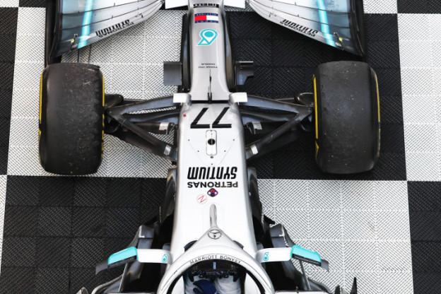 Bottas zet Ferrari en Red Bull flink te kijk, Verstappen vanaf vierde plek