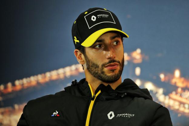 Ricciardo doopt eigen fout om tot 'Vettel-spin'