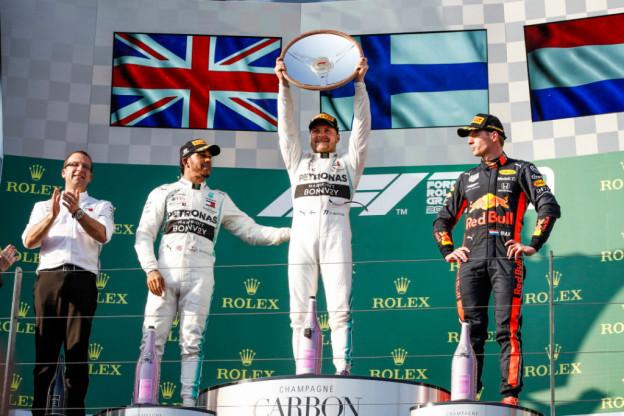 Hamilton vooral opgelucht na dubbelzege: 'Had veel erger kunnen zijn'
