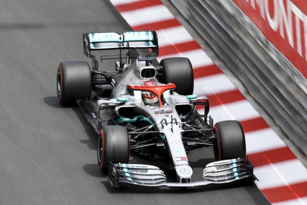 Mercedes: 'Hamilton kon Vettel niet inhalen door oververhitting van de auto'