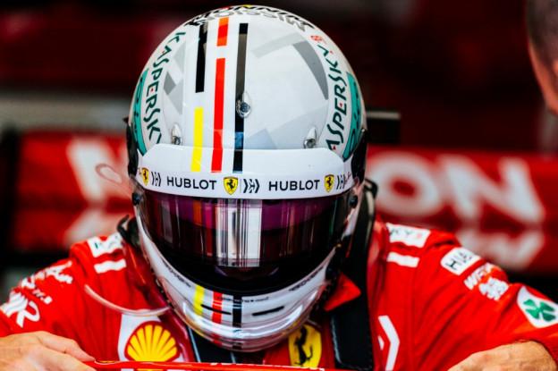 Arrivabene weet mooi cadeau: 'Misschien moeten we Vettel elleboogbeschermers geven'
