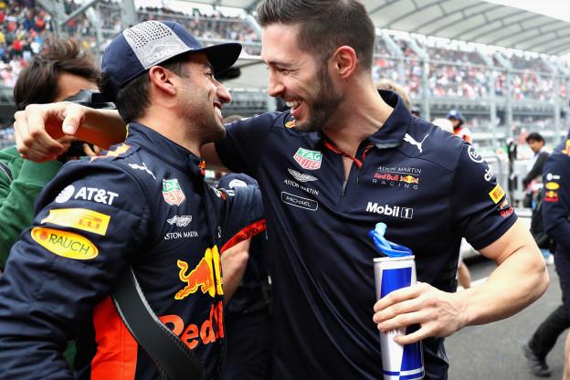 Daniel Ricciardo verrast met pole position: 'Ik sta enorm te stuiteren nu!'