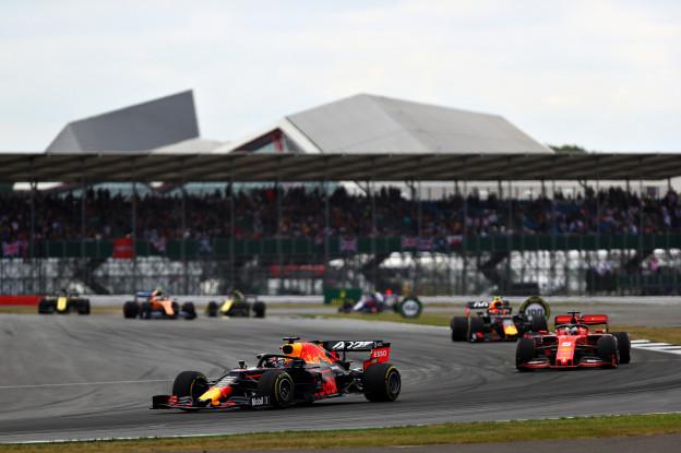 Verstappen geniet: 'Het racen met Leclerc was heel hard en agressief - dat is goed'