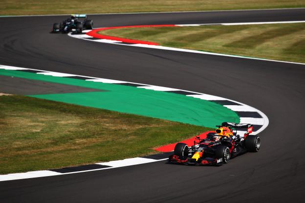 Villeneuve ziet zwak Mercedes bij winst Verstappen: 'Dan heb je het flink verpest'