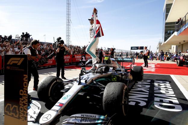Ferrari bevestigt onderhandelingen met Hamilton: 'Staat in de kinderschoenen'